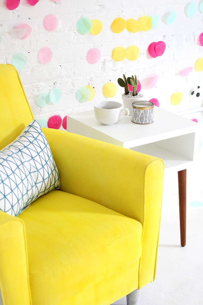 ispydiy_yellowchair1