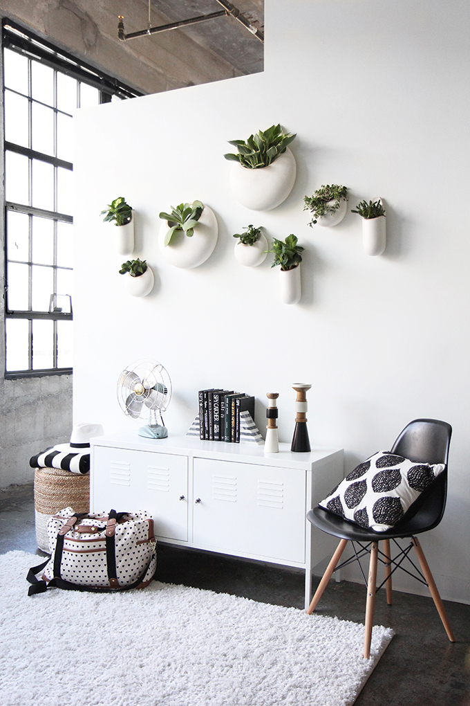 i spy diy apartment tour i spy diy bloglovin. Black Bedroom Furniture Sets. Home Design Ideas
