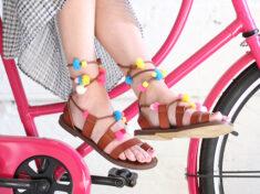 ispydiy_pompom_sandals_slider