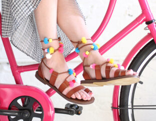 ispydiy_pompom_sandals_slider