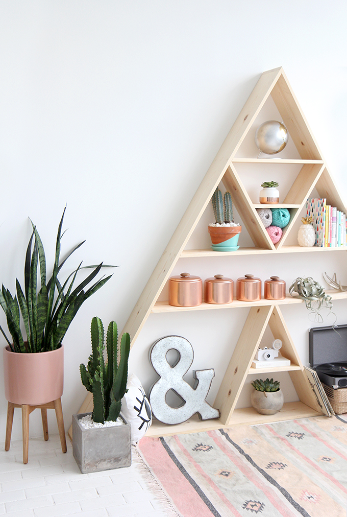 ispydiy_triangleshelf1