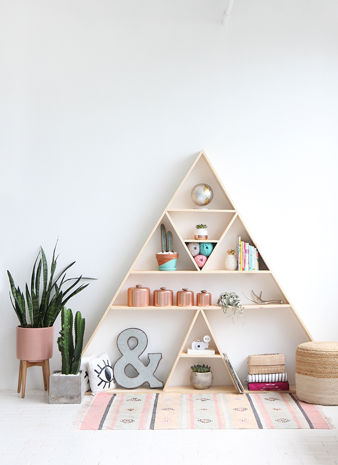 Ispydiy triangleshelf7 - Triangular bookshelf ...