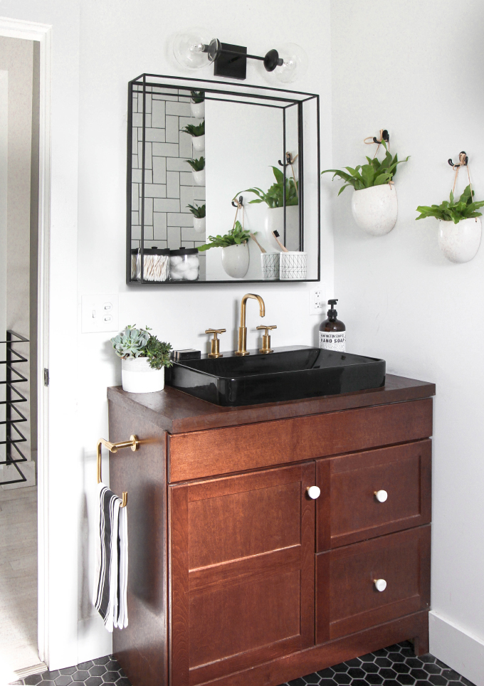 ispydiy_flippinfriends_bathroom4