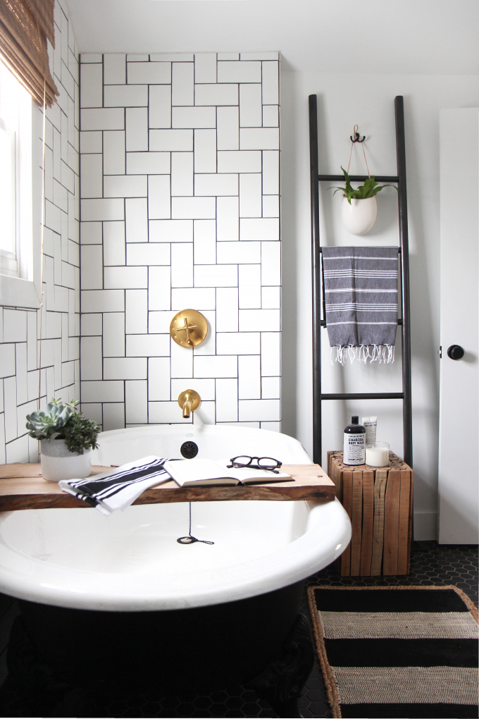 ispydiy_flippinfriends_bathroom9