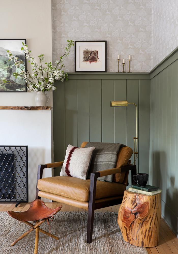Barnhouse Livingroom   Forest Wallpaper & Vertical Planks